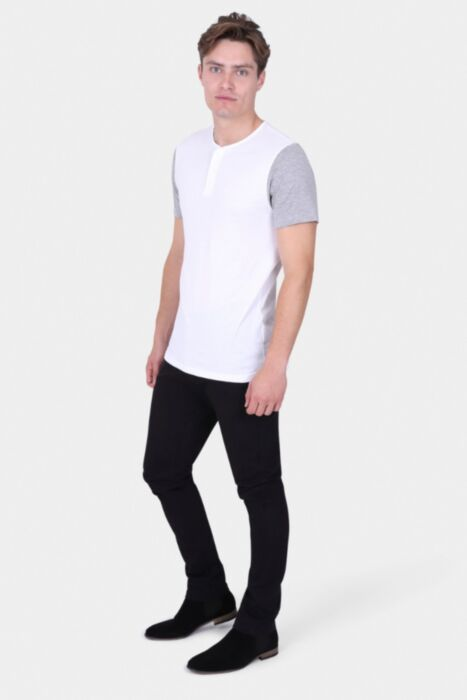 WHITE T-SHIRT WITH BUTTON SCOOP NECK